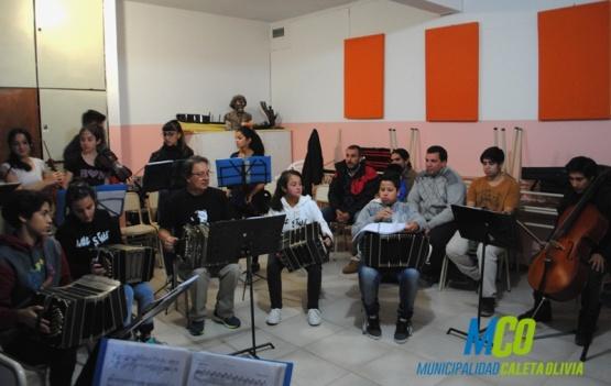La Orquesta Tipica se presentó frente al intendente de Caleta Olivia