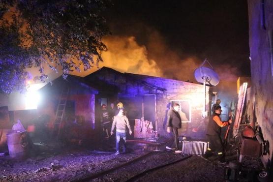 Familia damnificada en incendio requiere de ayuda