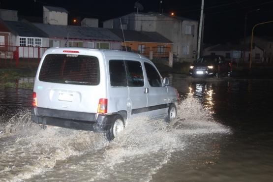 Las lluvias de ayer, provocaron inconvenientes en la ciudad de Río Gallegos. (C.G.)