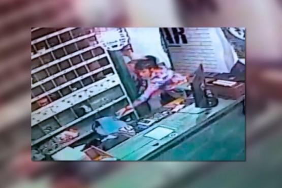 Una ex policía con domiciliaria le puso la tobillera a su perro y salió a robar