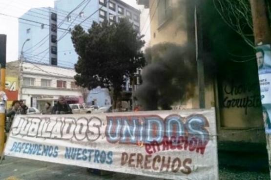 """Los detalles de la demanda contra los """"Jubilados Unidos en Acción"""""""