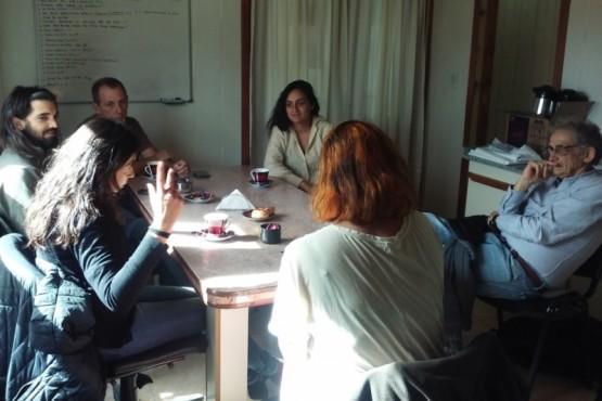 Reunión con arquitectos especialistas para planificación urbana