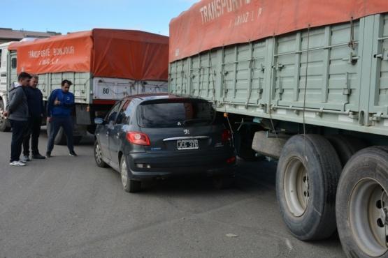 Una mujer trasladada al hospital tras accidente contra un camión