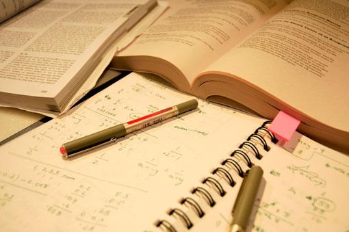 FBSC renovó tres becasa estudiantes universitarios