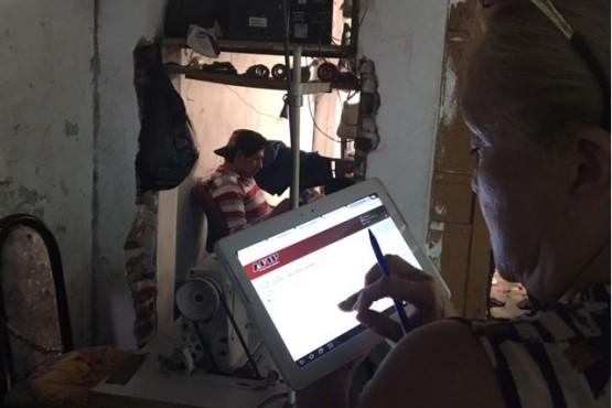 El procedimiento se realizó en dos talleres textiles clandestinos ubicados en Merlo, provincia de Buenos Aires, y en el barrio porteño de Mataderos. Ambos se dedicaban a la confección de jeans.