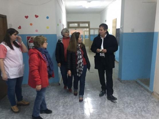 Costa recorrió escuelas en el interior.