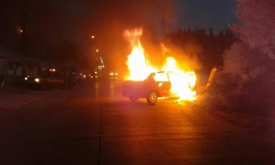 Chocó y se le incendió el auto