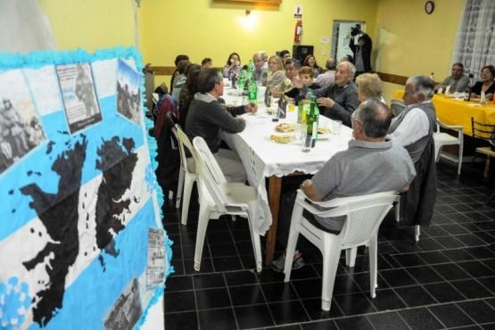 Ex combatientes de Malvinas y grupo de abuelos fueron agasajados