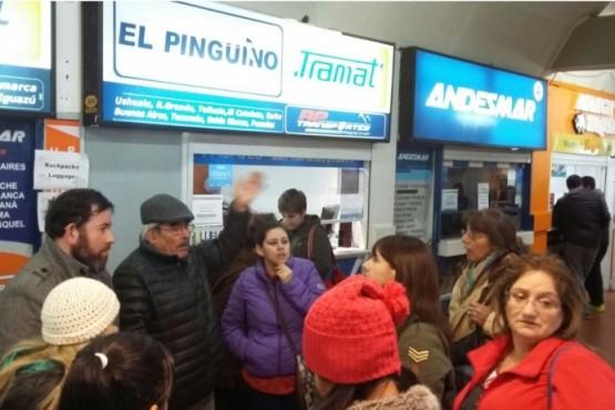 Malestar de pasajeros por cancelaciones