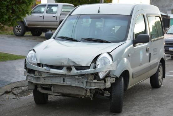 Utilitario del MDS chocó con una camioneta