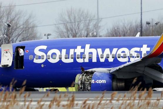 Explota una turbina y mata a una pasajera en un Boeing 737