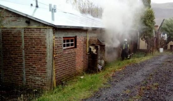 Bomberos sofocan un incendio en un domicilio del barrio Santa Cruz
