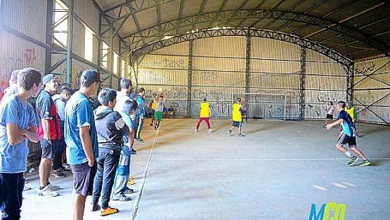 En Caleta se vive el fútbol con intensidad.