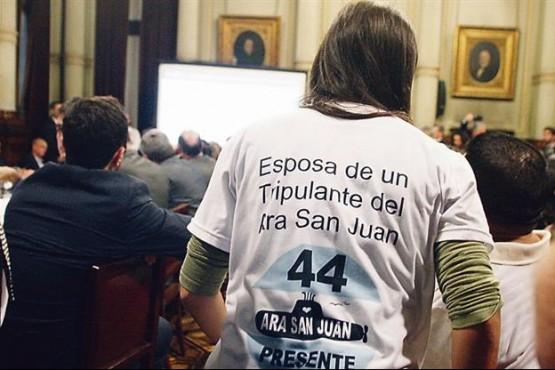 Les pincharon celulares a familiares de los tripulantes del ARA San Juan