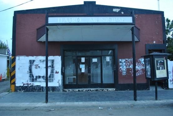 """Aseguran que el Teatro Municipal sigue cerrado por """"inoperancia"""""""