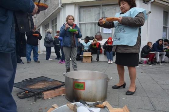 Perincioli recibió a jubilados que realizan olla popular
