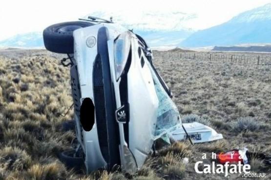 Perdió el control del auto por el viento y volcó