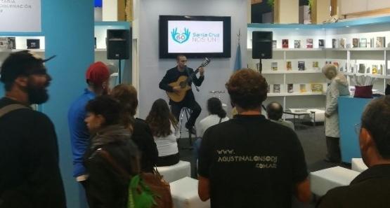 La música de Juan Villarreal llegó a la Feria Internacional del Libro