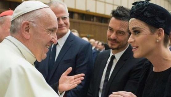 Katy Perry y Orlando Bloom fueron recibidos por el papa Francisco