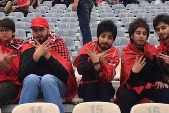 Disfrazadas de hombre para poder ver un partido de fútbol