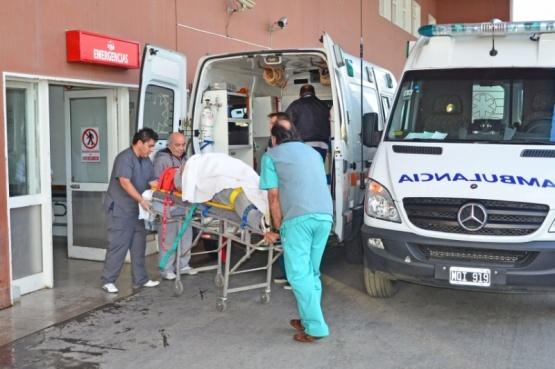 Pareja terminó con lesiones graves tras chocar con su moto