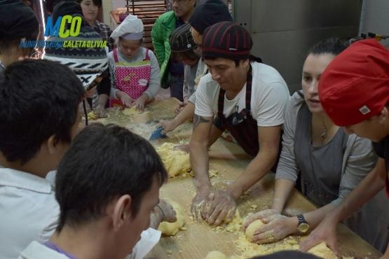 """Llevan adelante un taller de panadería como """"herramienta de inclusión"""""""