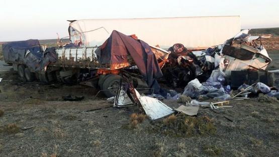Choque fatal entre dos camiones: un muerto y dos heridos