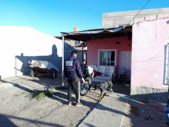 Realizaron allanamientos en la localidad, a cargo de la DDI.