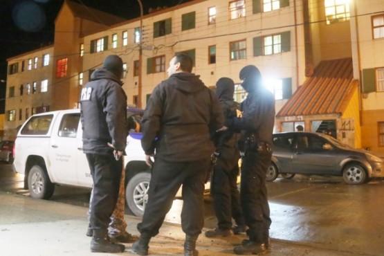 En allanamiento por amenazas calificadas secuestran droga