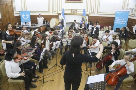 La Orquesta del barrio y la Juvenil brillaron en el salón blanco