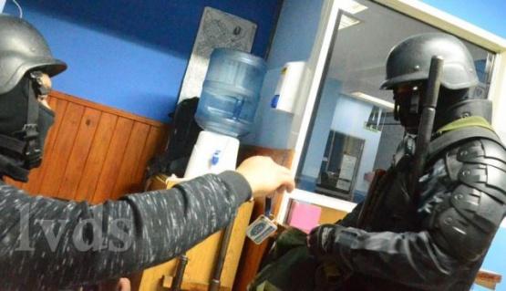 Un preso terminó con la mandíbula quebrada en una gresca en comisaría de Caleta Olivia