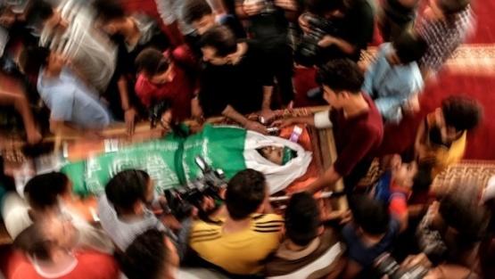 Los palestinos entierran a sus muertos y se preparan para nuevos enfrentamientos con Israel
