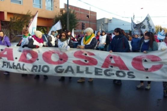 Docentes se movilizaron y manifestaron frente al CPE