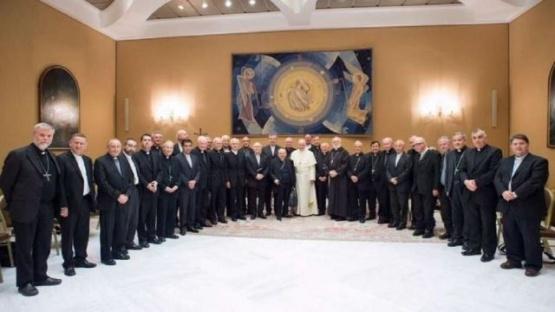 Por el escándalo de abuso sexual infantil renuncian 34 obispos