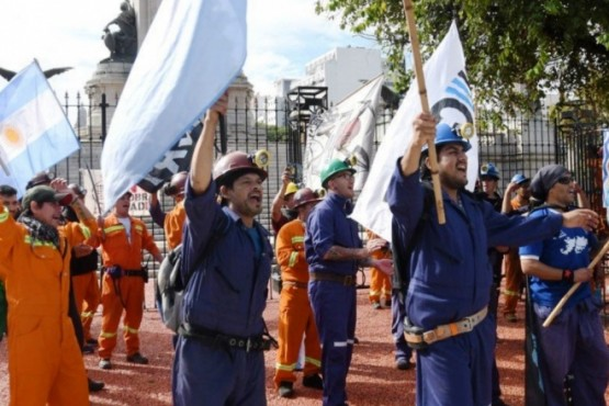 Costa celebró el acuerdo en YCRT pero los mineros lo mandaron a callarse