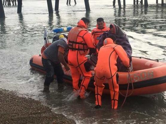 Prefectura rescata a cuatro pescadores varados en un isla