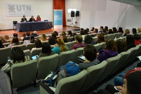 Más de 200 docentes rindieron postítulos de Formación Docente