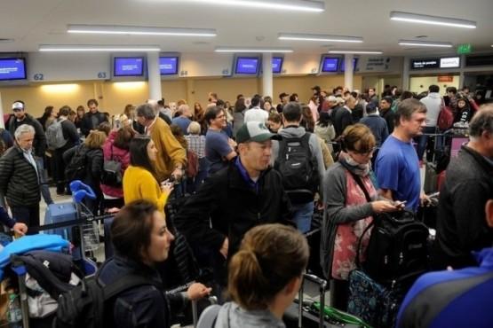 Demoras en Aeroparque y Ezeiza por asambleas de Aerolíneas