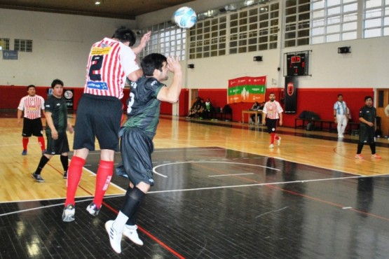 CAP y Warriors mandan en Seniors
