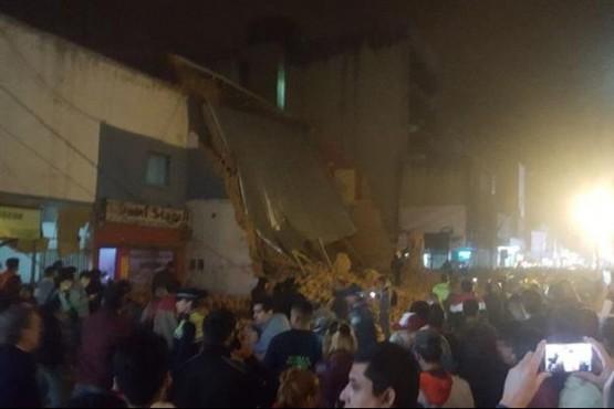 Al menos tres muertos por el derrumbe de un teatro en Tucumán