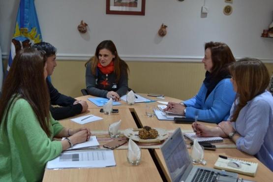 Firmaron convenio de aportes para emprendedores y cooperativas