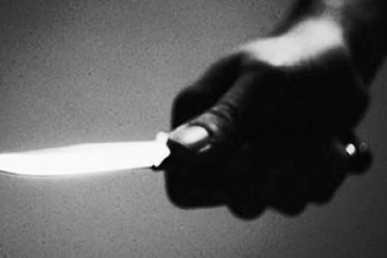 Una mujer fue detenida por apuñalar a su pareja