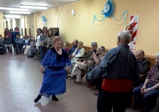 Los adultos mayores también celebraron el 25 de mayo