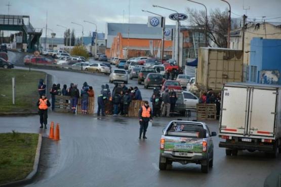 El corte de municipales genera congestión en la Autovía