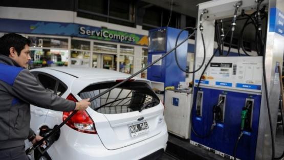 Por la suba de un impuesto, en junio volverán a aumentar las naftas