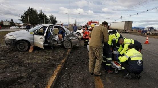 Argentinos protagonizan violento choque en Punta Arenas
