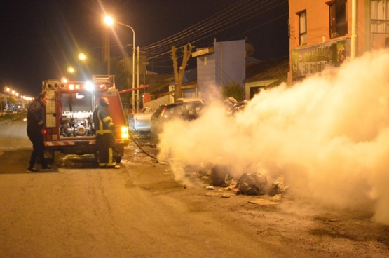 Se acumulan los incendios intencionales de basura en contenedores