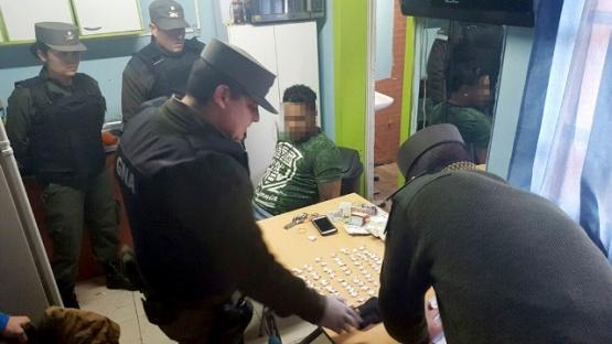 Momento de la detención de uno de los imputados.