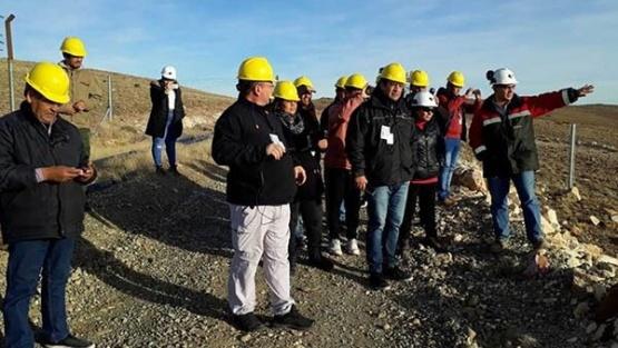 """Intendentes chubutenses visitan mina en Santa Cruz para """"sacarse dudas"""""""