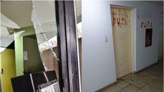 Rompió un vidrio y con su propia sangre escribió insultos a su novia